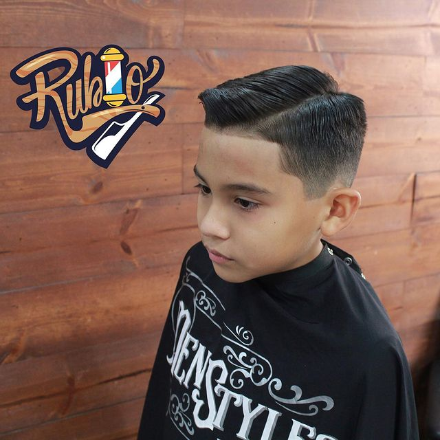 Photo by Luis Guillermo Rubio in Men Styles Barber Shop. Image may contain: 1 person.