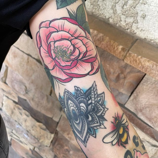 Photo by Mayra Gabriela on March 18, 2021. May be an image of one or more people, tattoo and rose.