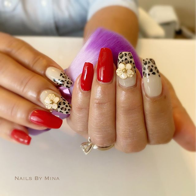 Photo by Hawaii 自宅 ネイルサロン on April 08, 2021. May be an image of text that says 'NAILS BY MINA'.