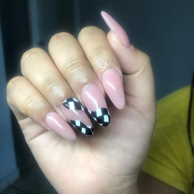 Photo shared by @nailsbyggglitters on April 30, 2021 tagging @drea.0270.