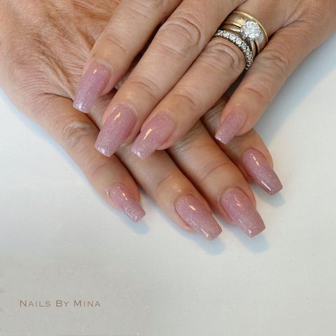 Photo shared by Hawaii 自宅 ネイルサロン on May 20, 2021 tagging @naillabousa, and @agehanails. May be an image of text that says 'NAILS BY MI MINA'.